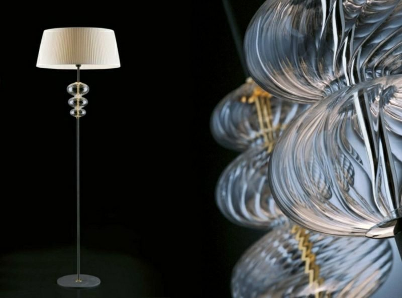 Stehlampen modern mit Draperien