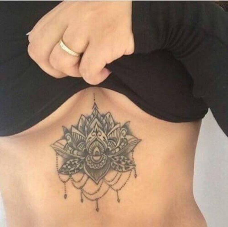 Dekolleté Tattoo Mandala elegant