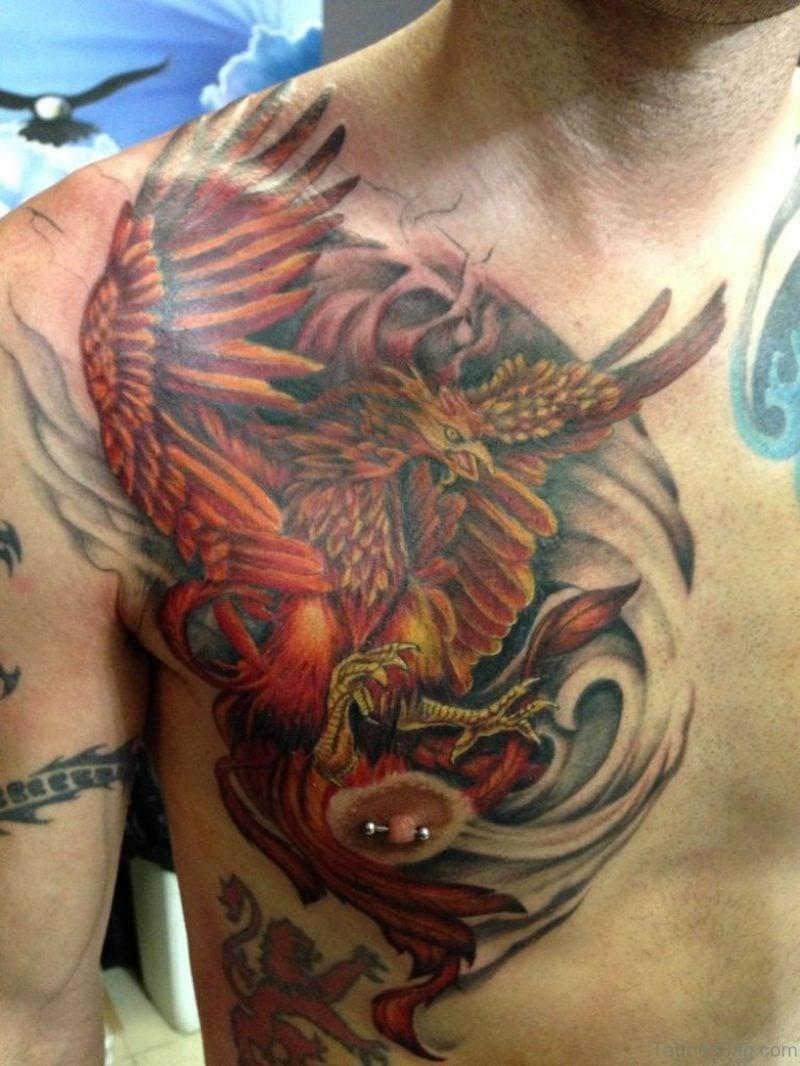 Phönix Tattoo an der Brust Mann