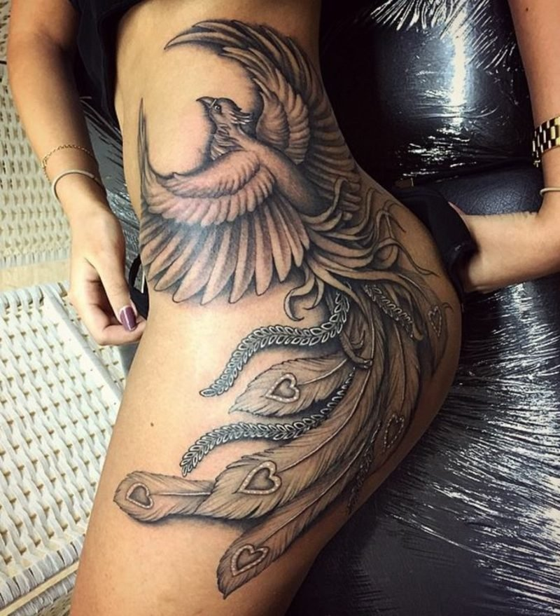 Phönix Tattoo gross eindrucksvoll seitlich Frau
