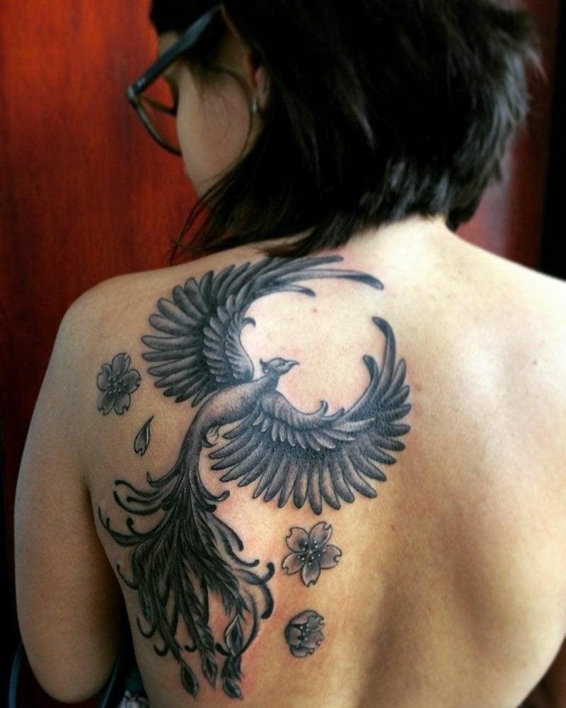 Phönix Tattoo Frau Rücken