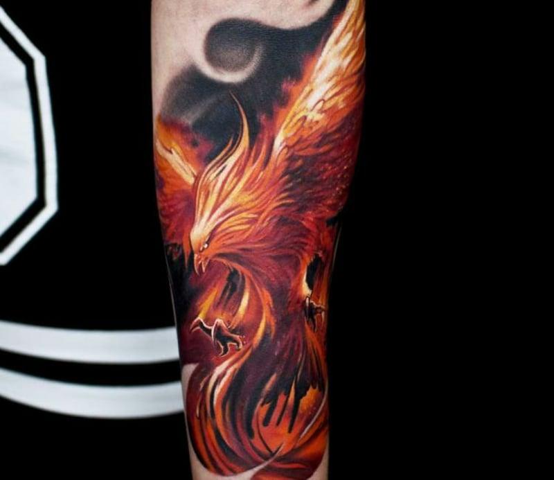 Phönix Tattoo eindrucksvoll Unterarm