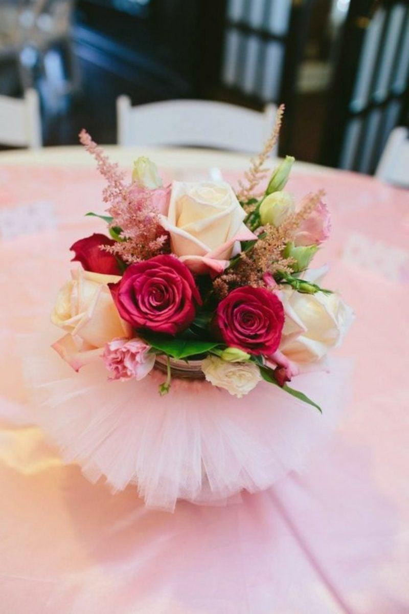 Tischdeko Taufe Blumen