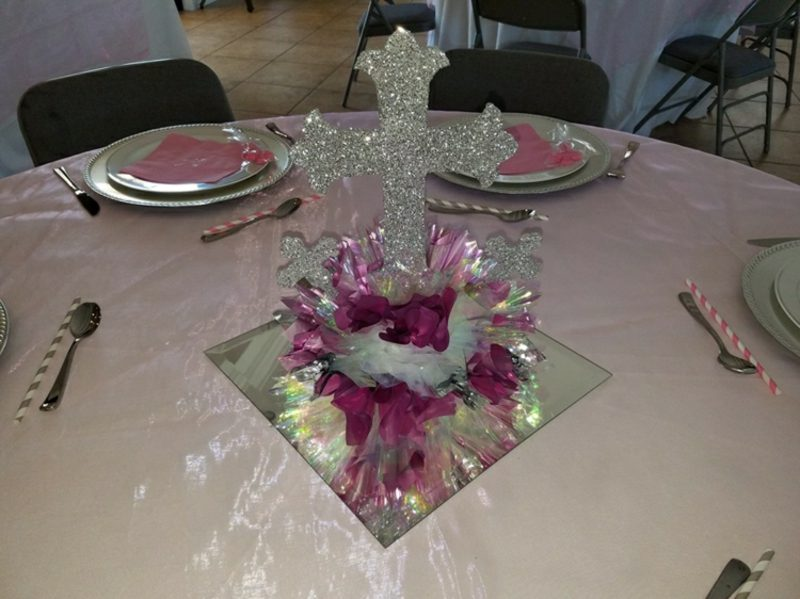 Tischdeko Taufe Kreuz prachtvoll