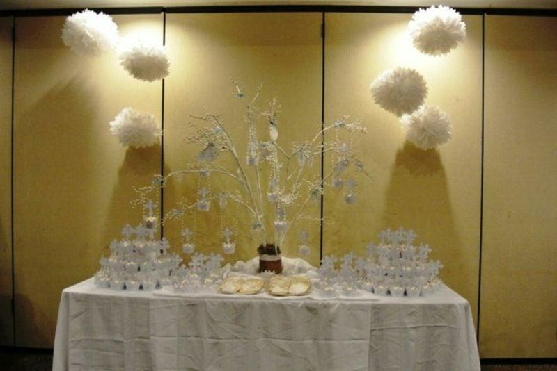 Tischdeko Taufe in Weiss stilvoll