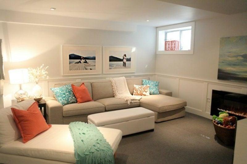 Wohnzimmer farblich gestalten neutrale Farben bunte Kissen als Akzent