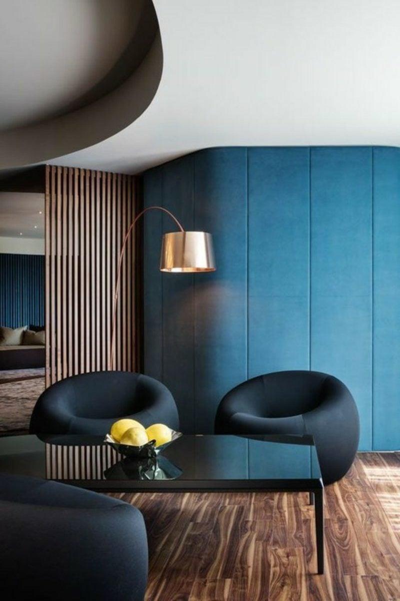 Wohnzimmer farblich gestalten Akzentwand Tiefblau