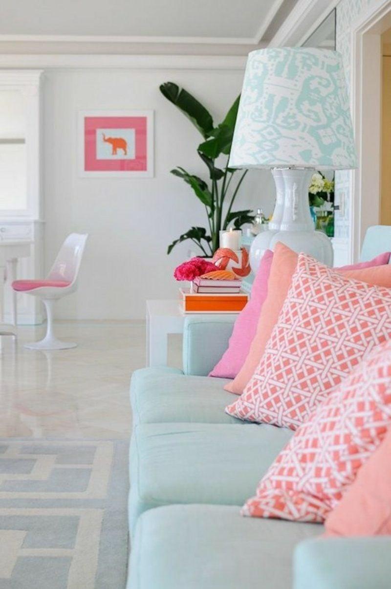 Wohnzimmer farblich gestalten Akzente Pastellfarben rosa Kissen