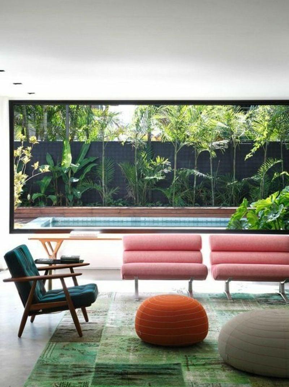 Wohnzimmer farblich gestalten rosa Sessel Fenster gross