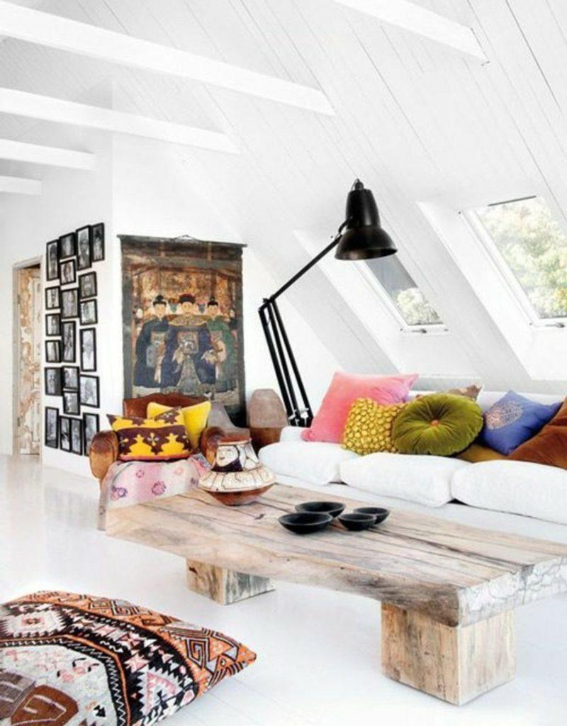 Wohnzimmer farblich gestalten weiss bunte Kissen skandinavisch