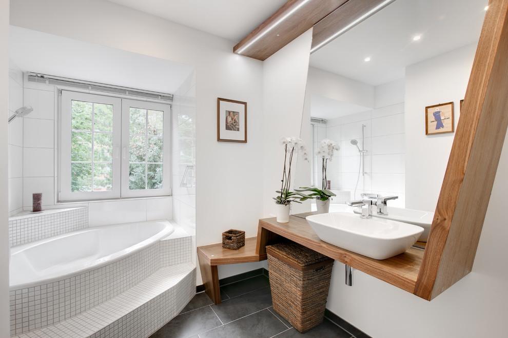 Natural Baskets und Bastkörbe dienen für ein gemütliches und skandinavisch angehauchtes Flair im Bad