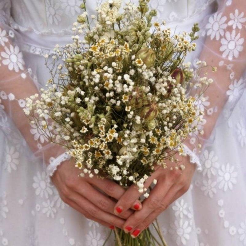 Vintage Brautstrauß mit Frühlingsblumen