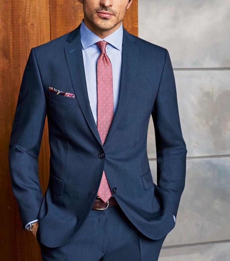 Anzüge Herren dunkelblau rote Krawatte stilvoll