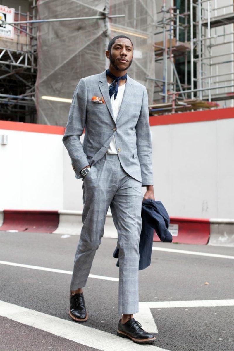 Anzüge Herren grau Halstuch casual