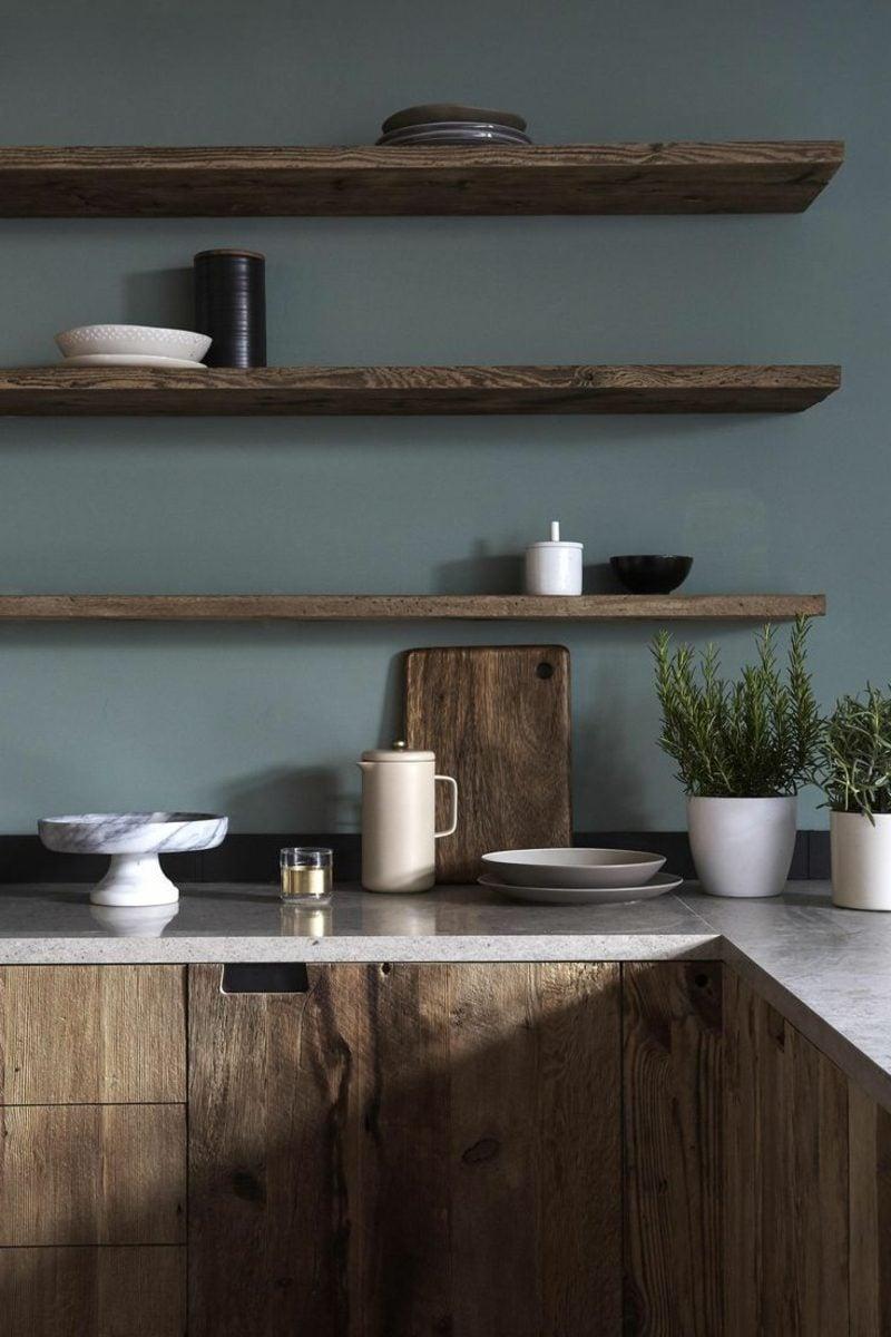 Küchenregale aus Holz offen Wand
