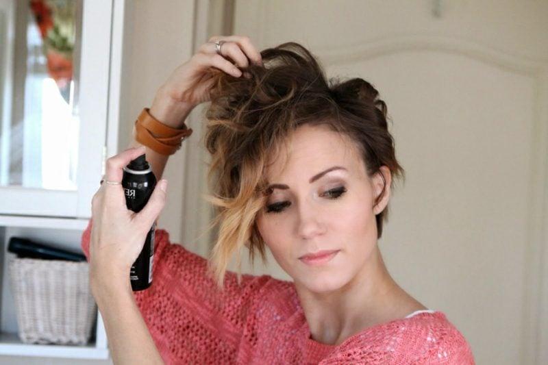 Kurze Haare locken die Frisur mit Haarspray fixieren