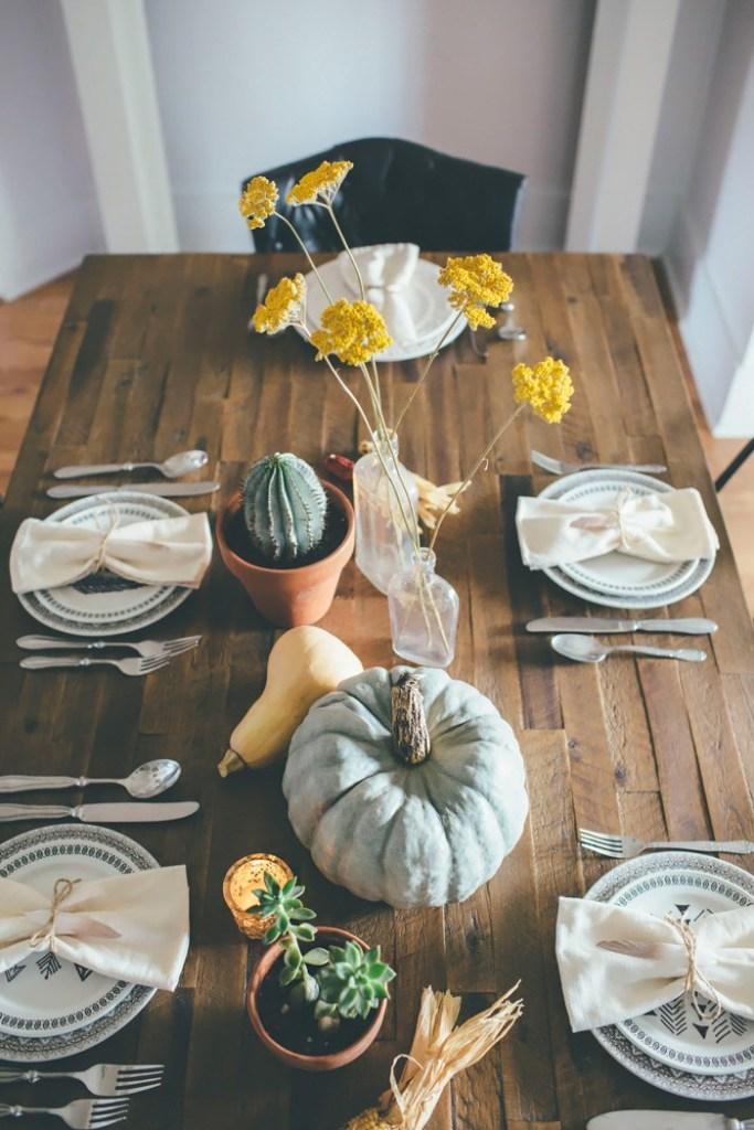 Tischideen und Ambiente: schlichte Tischdeko im rustikalen Stil