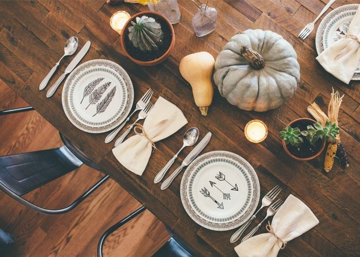 Tischideen und Ambiente: ein schönes Teller Set und edles Besteck