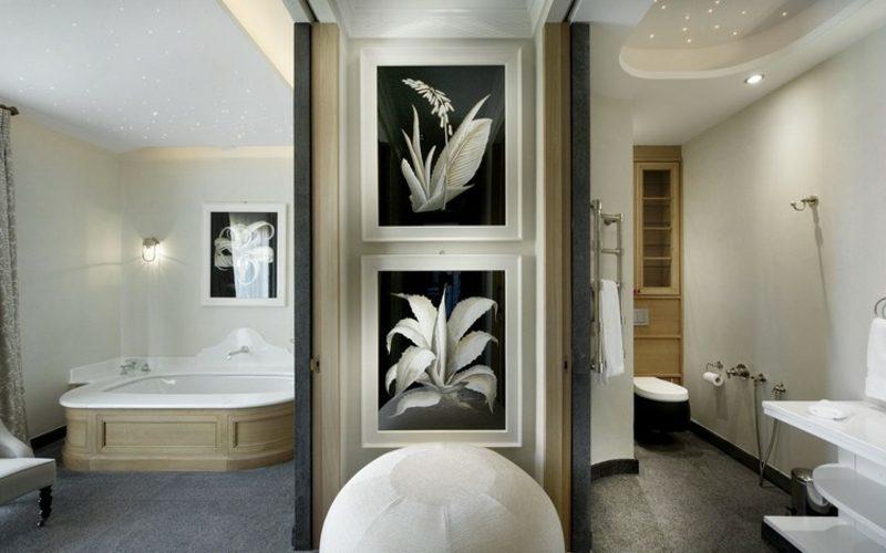 Bilder fürs Bad zwei schwarz weiss Blumenmotive