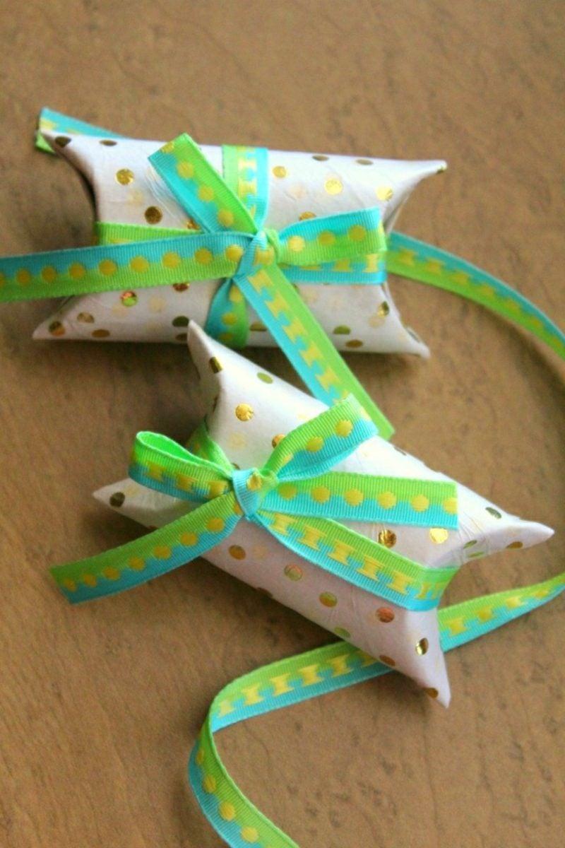 Basteln mit Klopapierrollen Weihnachten kleine Geschenke verpacken