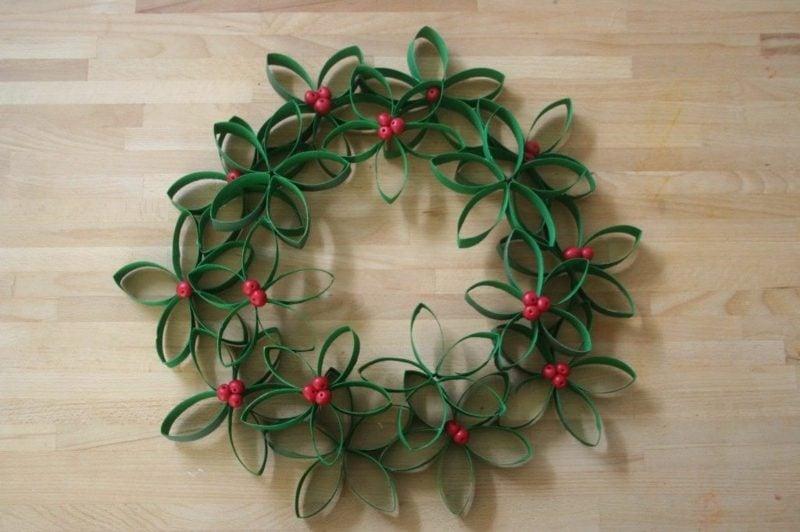 Basteln mit Klopapierrollen Weihnachten Türkranz herrlicher Look