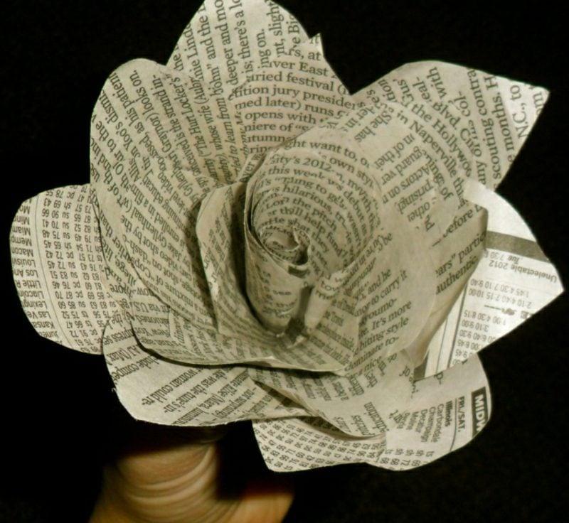 Basteln mit Zeitungspapier Deko Blumen selber machen