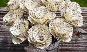 Basteln mit Zeitungspapier DIY Blumen