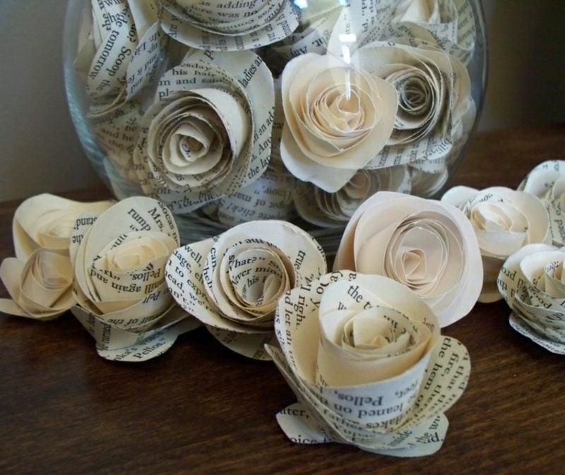 Basteln mit Zeitungspapier Rosen falten Anleitung