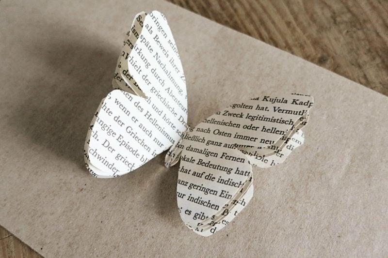 Basteln mit Zeitungspapier Schmetterling herrlicher Look