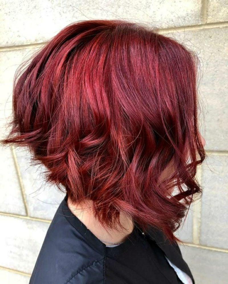 kurzer Bob asymmetrisch rote Haare modern