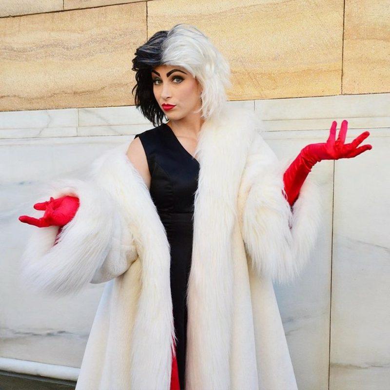Cruella De Vil Kostüm Make up und Frisur