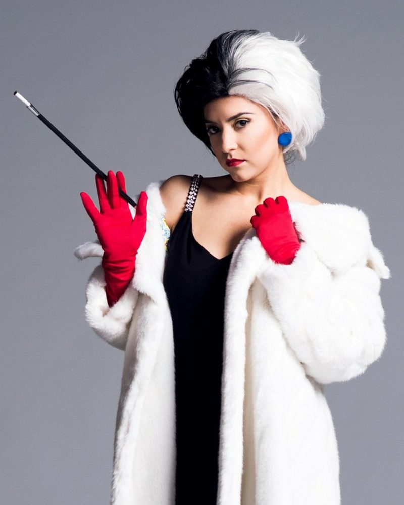 Cruella De Vil Kostüm weisser Mantel rote Handschuhe