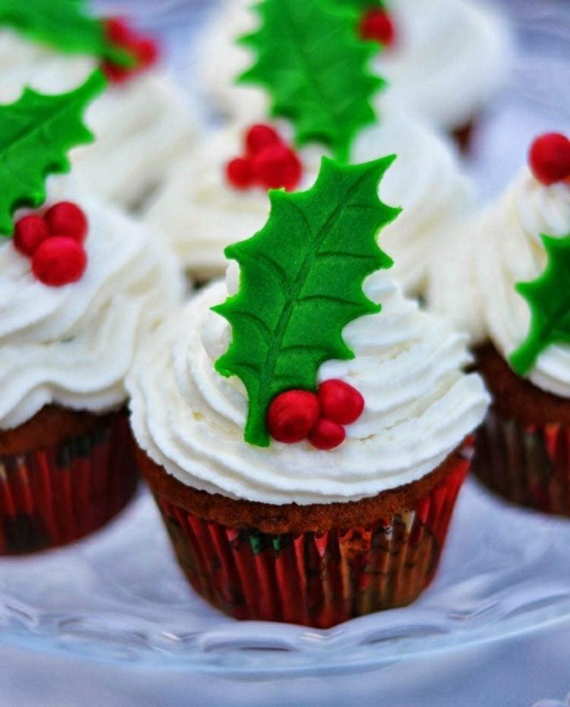 Weihnachts Cupcakes Glasur Beeren Blatt Fondant