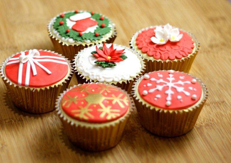 Weihnachts Cupcakes mit Fondant dekorieren