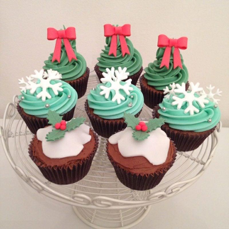 Weihnachts Cupcakes eindrucksvoll dekorieren Glasur und Fondant