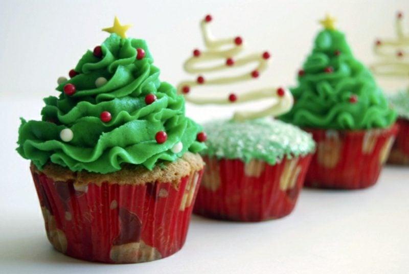 Weihnachts Cupcakes Glasur farbig Perlen