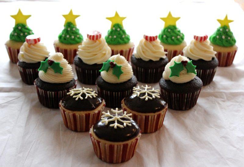 Weihnachts Cupcakes dekorieren mit Pfefferminzbonbons und Fondant