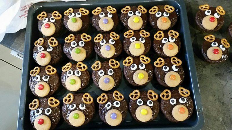 Weihnachts Cupcakes Schokolade lustige Rentiere