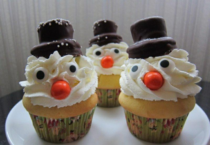 Weihnachts Cupcakes Schneemann Glasur lustig Hüten
