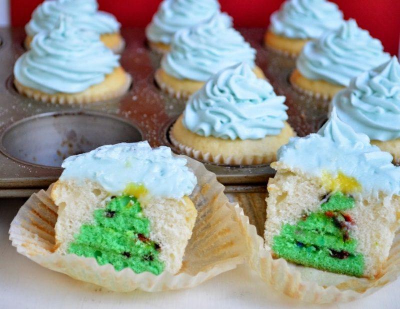 Weihnachts Cupcakes Tannenbaum versteckt Glasur blau