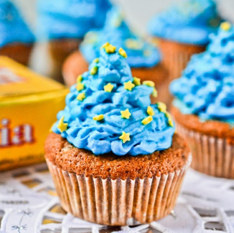Weihnachts Cupcakes blaue Glasur kleine Sternchen