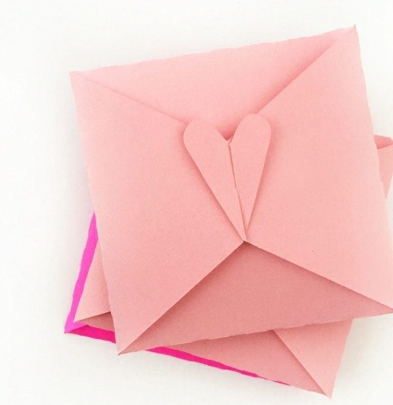 Briefumschlag falten mit Herzverschluss