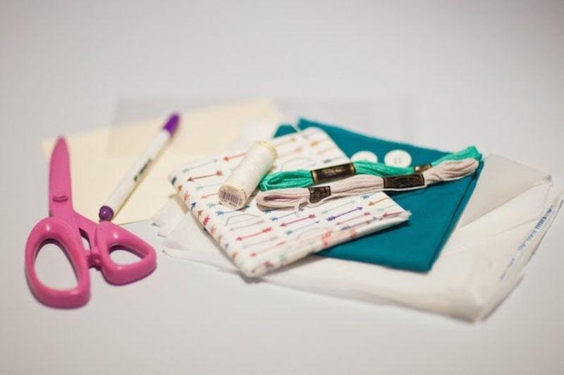 Briefumschlag falten aus Stoff notwendige Materialien
