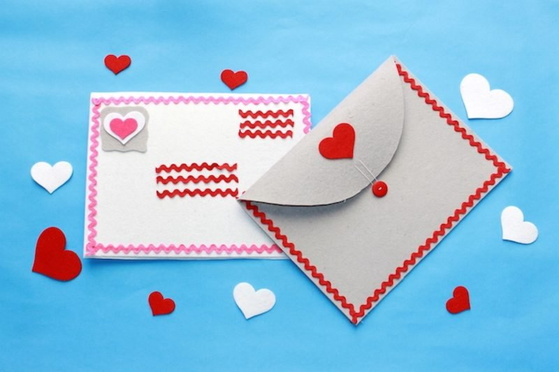 Briefumschlag falten zum Valentinstag aus Stoff