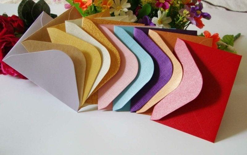 Briefumschlag falten verschiedene Formen und Farben