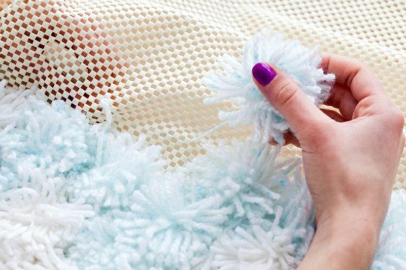 Teppich selber machen Bommeln befestigen Matte