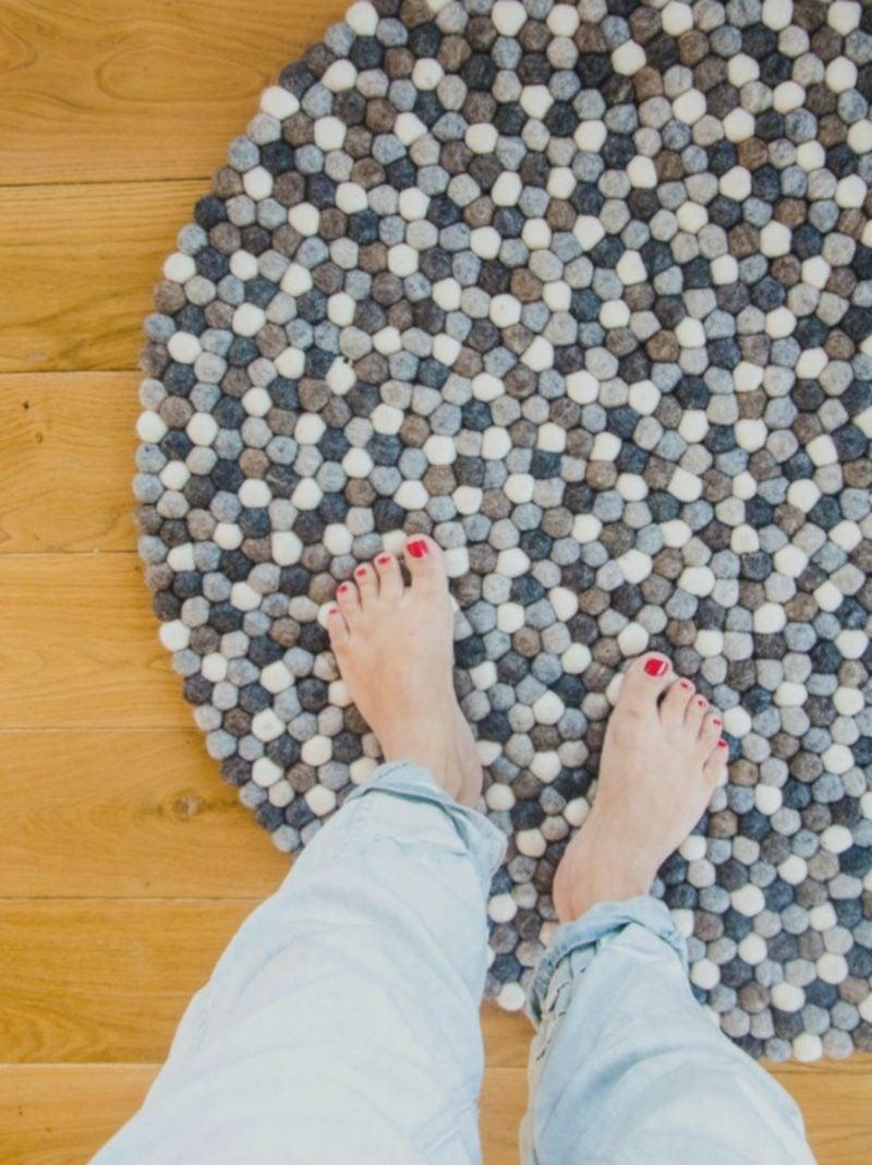 Teppich selber machen aus Bommeln kuschelweich