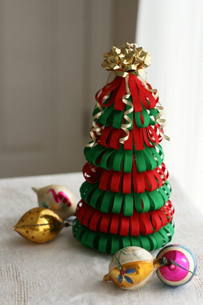 Weihnachtsbaum basteln aus bunten Bändern
