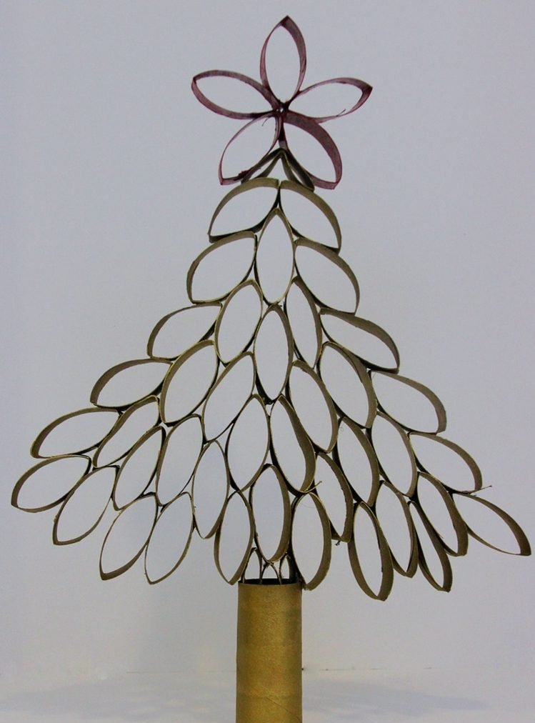 Weihnachtsbaum basteln aus Klopapierrollen Anleitung