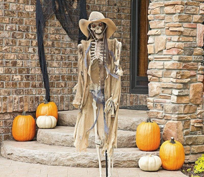 Halloween Deko selber machen für drauβen Skelett Cowboy